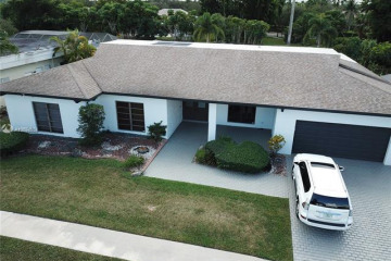 Home for Rent at 16610 Royal Poinciana Ct, Weston FL 33326