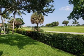 Home for Sale at 7212 E Tropical Way, Plantation FL 33317