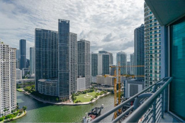 Home for Sale at 325 S Biscayne Blvd #3017, Miami FL 33131