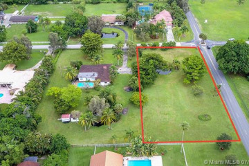 Home for Sale at Nw 8th St, Plantation FL 33325
