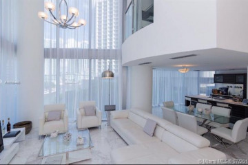 Home for Rent at 200 Biscayne Boulevard Way #502, Miami FL 33131