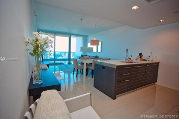 Home for Sale at 200 Biscayne Blvd Way #3514, Miami FL 33131