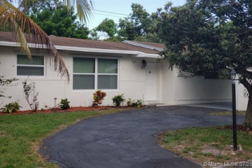 Home for Sale at 464 NW 46th Ter, Plantation FL 33317