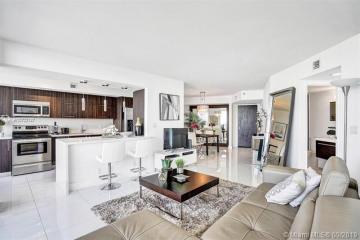 Home for Sale at 1000 W Island Blvd #1911, Aventura FL 33160