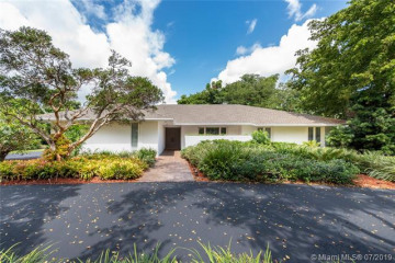 Home for Sale at 9622 SW 69th Pl, Pinecrest FL 33156