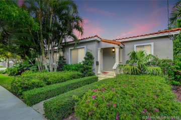 Home for Sale at 2777 Calusa St, Coconut Grove FL 33133