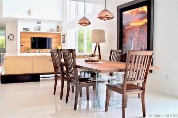 Home for Sale at 721 SE 13th St, Fort Lauderdale FL 33316