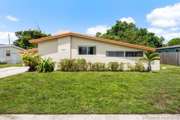 Home for Sale at 1013 SW 49th Ter, Plantation FL 33317