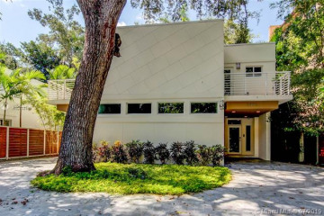 Home for Sale at 2592 Overbrook St, Coconut Grove FL 33133