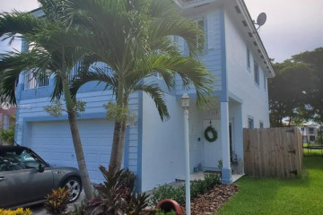 Home for Sale at 384 NE 31st Ave, Homestead FL 33033