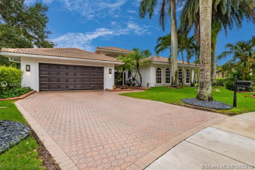 Home for Rent at 3719 Oak Ridge Cir, Weston FL 33331