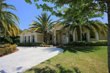 Home for Sale at 11780 NW 19th St, Plantation FL 33323