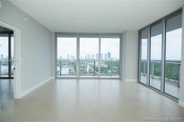 Home for Sale at 16385 Biscayne Blvd #1921, North Miami Beach FL 33160