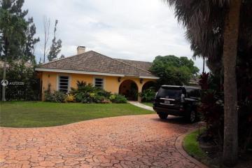Home for Sale at 14841 SW 69th Ct, Palmetto Bay FL 33158