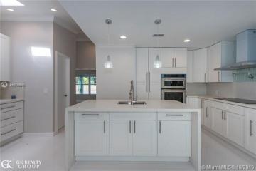 Home for Sale at 801 Oleander Dr, Plantation FL 33317
