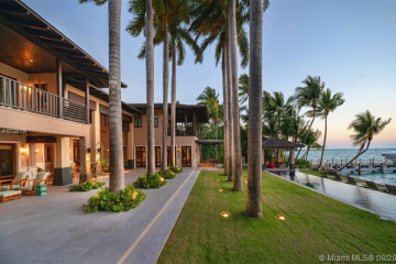 Home for Sale at 9 Harbor Pt, Key Biscayne FL 33149