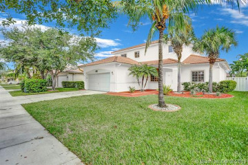 Home for Sale at 16907 Crestview Lane, Weston FL 33326