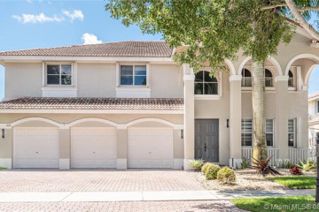 Home for Rent at 3890 Crestwood Cir, Weston FL 33331