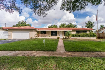Home for Sale at 5561 SW 2nd Ct, Plantation FL 33317