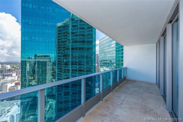 Home for Sale at 200 Biscayne Boulevard Way #4210, Miami FL 33131