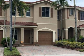Home for Sale at 120 Riverwalk Cir, Sunrise FL 33326