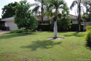 Home for Sale at 5110 NE 28th Ave, Lighthouse Point FL 33064