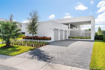 Home for Sale at 16582 S Botaniko Dr S, Weston FL 33326