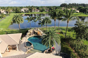 Home for Sale at 10445 Canterbury Ct, Davie FL 33328