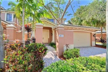 Home for Sale at 2877 Kinsington Cir #19-4, Weston FL 33332