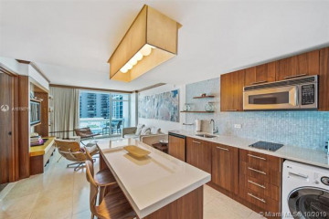 Home for Sale at 6801 Collins Ave #914, Miami Beach FL 33141