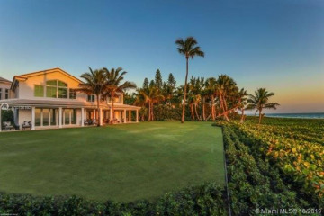 Home for Sale at 423 S Beach Rd, Hobe Sound FL 33455