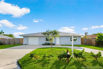 Home for Sale at 19175 SE Arnold, Tequesta FL 33469