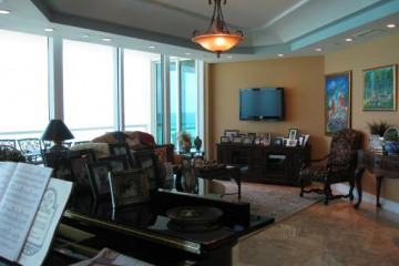 Home for Sale at 16051 Collins Ave #504 #504, Sunny Isles Beach FL 33160