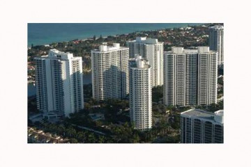 Home for Sale at 21200 Point Pl #702 #702, Aventura FL 33180