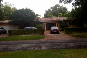 Home for Sale at Coral Gables Attached, Coral Gables FL 33143