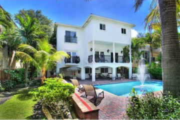 Home for Sale at 3525 E Fairview St, Coconut Grove FL 33133