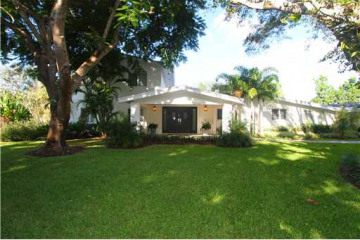 Home for Sale at Pinecrest Single Family, Pinecrest FL 33156