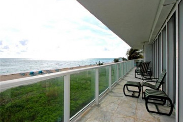Home for Sale at Sunny Isles Beach Condo/co-op/villa/townhouse, Sunny Isles Beach FL 33160