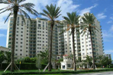 Home for Sale at 20000 E Country Club Dr #204, Aventura FL 33180