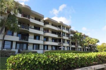 Home for Sale at North Miami Condo/co-op/villa/townhouse, North Miami FL 33181