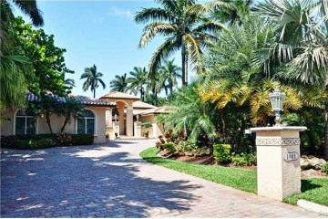 Home for Sale at 1001 S Southlake Dr, Hollywood FL 33019