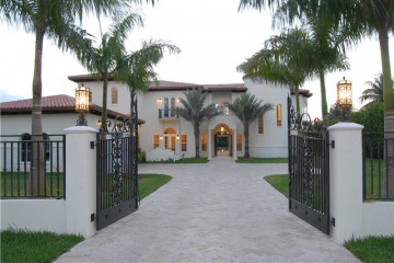 Home for Sale at 7010 SW 75 Av, Miami FL 33143