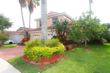 Home for Sale at 600 NW 166 Av, Pembroke Pines FL 33028
