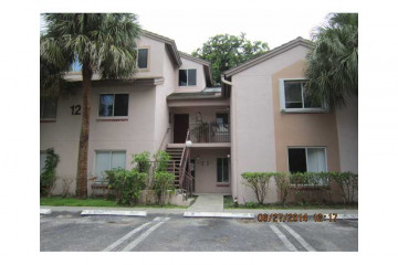 Home for Sale at 13928 SW 93 Ln #13928, Miami FL 33186
