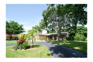 Home for Sale at 117 SW 98th Ln, Coral Springs FL 33071