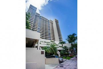 Home for Sale at 2555 Collins Av #1705, Miami Beach FL 33140