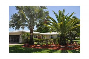 Home for Sale at 14901 SW 87 Av, Palmetto Bay FL 33176