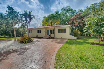 Home for Sale at 11520 NE 9 Av, Biscayne Park FL 33161