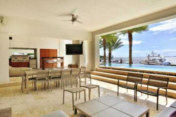 Home for Sale at Miami Condo/co-op/villa/townhouse, Miami FL 33133