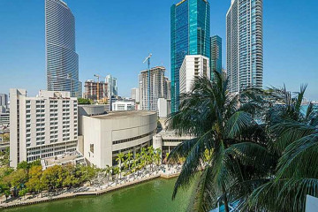 Home for Sale at 31 SE 5 St #1502 #1502, Miami FL 33131